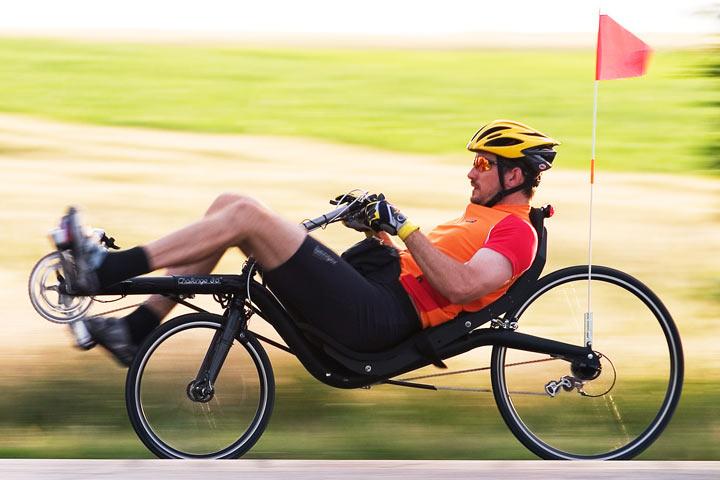 Un vélo couché Callenge Fujin SL à pleine vitesse